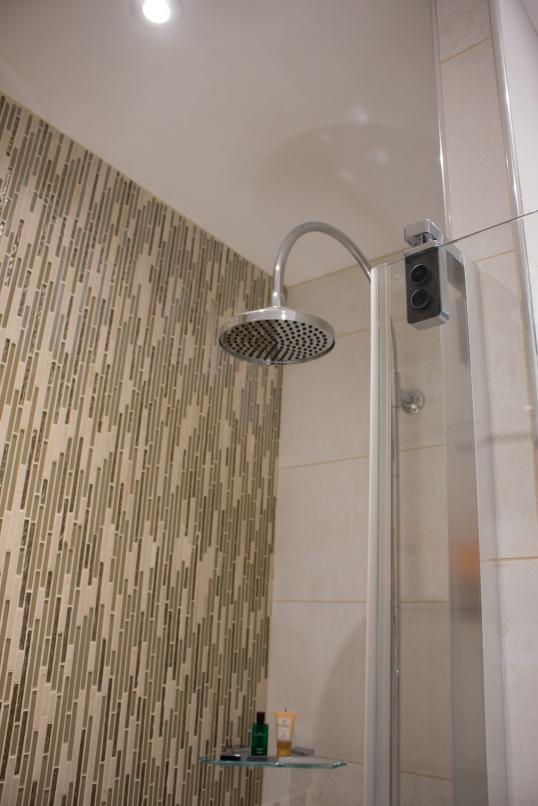 Détail d'une douche à l'italienne